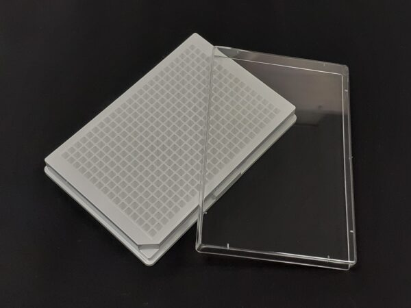 White solid 384 well plate with lid